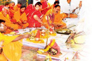 social pranpratishtha swarth sadhne ka pakhandi tarika